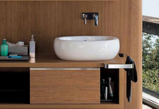 Как ухаживать за деревянной мебелью в ванной комнате!
