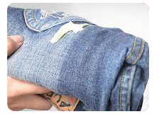 жвачка на джинсах