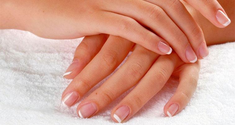 Мы узнали у мастера по маникюру, как сохранить кожу рук и ногти во время уборки